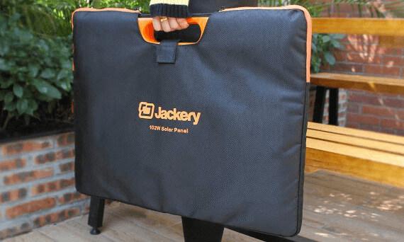 Dobíjení Jackery Explorer 250 nabíjecí stanice solárním panelem